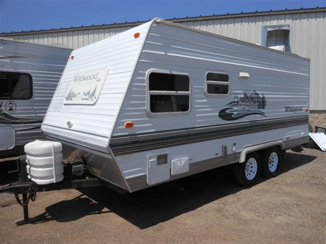 Used 2004 Forest River Wildwood 19RB Travel Trailer For Sale