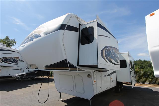 Used 2010 Keystone Montana 3000RK 2/SLIDES Fifth Wheel For Sale