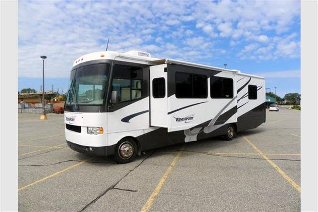 Used 2004 Fourwinds Windsport 35D Class A - Gas For Sale