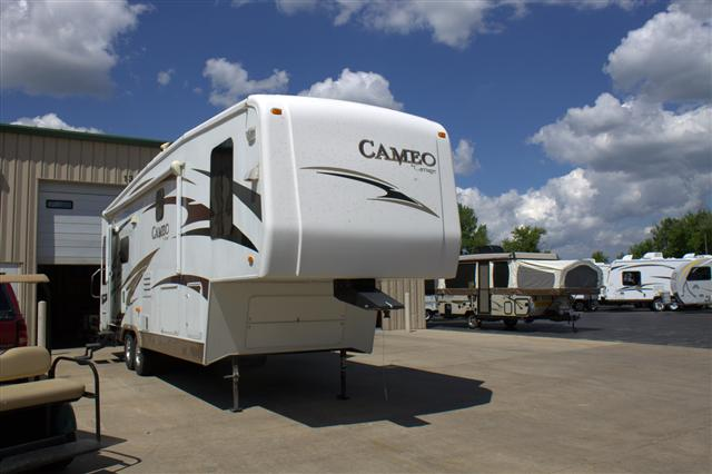 Used 2008 Carriage Cameo M32SB2 Fifth Wheel For Sale