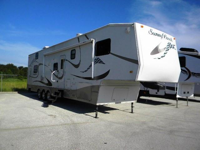 2006 Fifth Wheel Toy Hauler Sunnybrook Titan