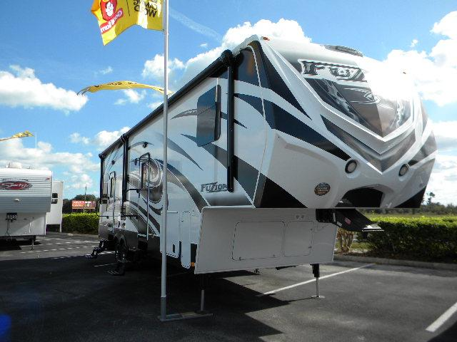 2014 Fifth Wheel Toy Hauler Keystone Fuzion