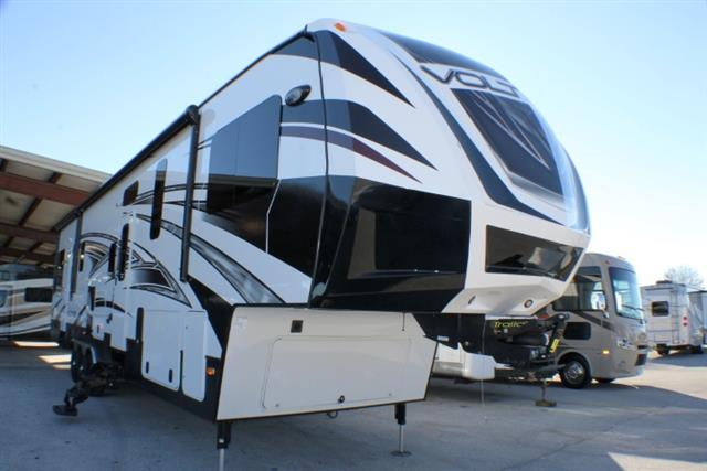 2015 Fifth Wheel Toy Hauler Dutchmen VOLTAGE
