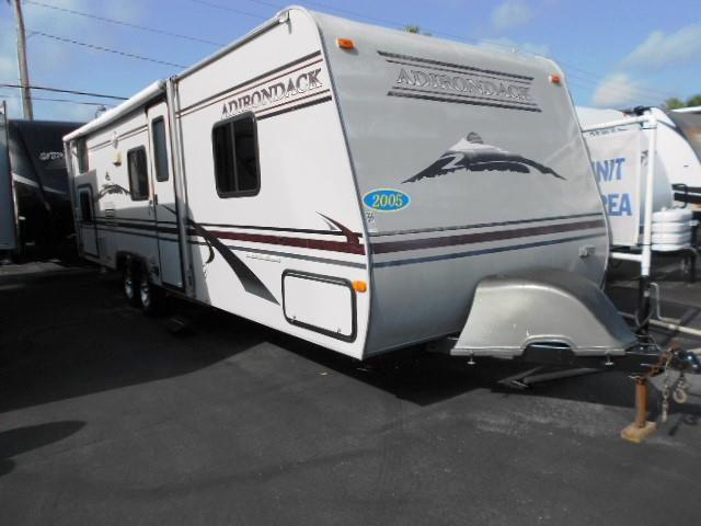 Used 2005 Dutchmen Adirondack 30BH Travel Trailer For Sale