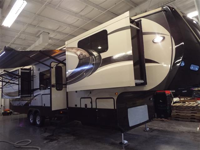 Used 2013 Crossroads Rushmore LINCOLN Fifth Wheel For Sale