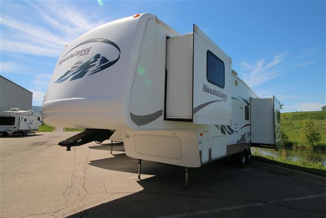 Used 2005 Keystone Mountaineer 328RLS Fifth Wheel For Sale