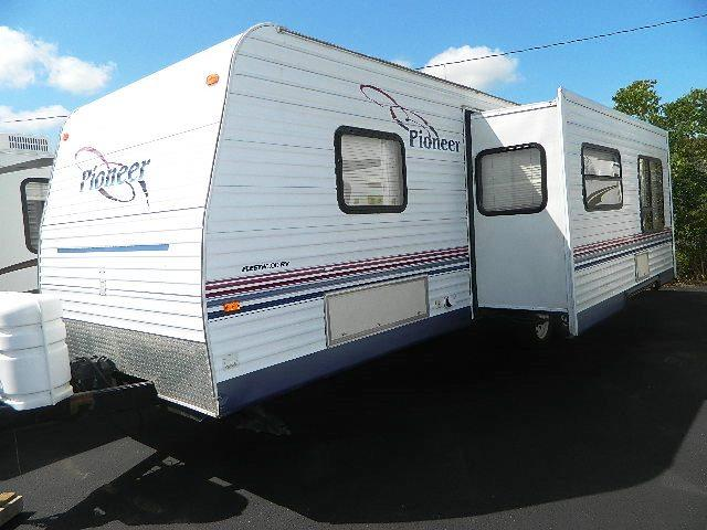Used 2005 Fleetwood Pioneer 25TSB Travel Trailer For Sale