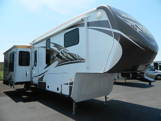 Used 2013 Keystone Mountaineer 337RET Fifth Wheel For Sale