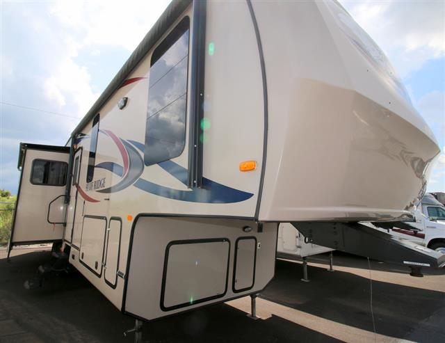 Used 2011 Forest River BLUE RIDGE 3025 Fifth Wheel For Sale