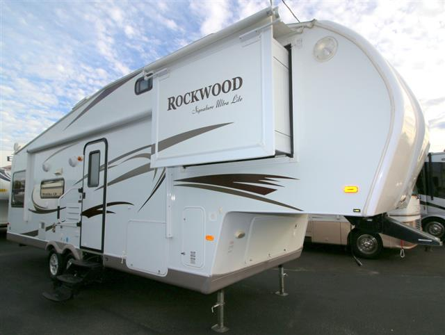 Used 2010 Forest River Rockwood 8285WS Fifth Wheel For Sale