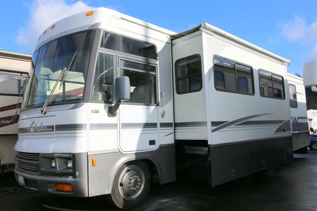 2000 Winnebago Adventurer