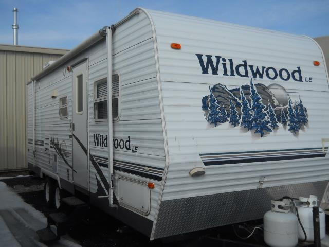 Used 2006 Forest River Wildwood 25BHBS Travel Trailer For Sale