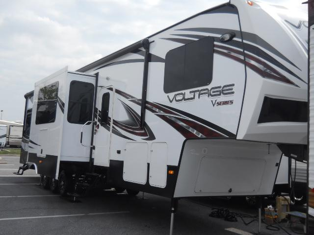 New 2015 Dutchmen VOLTAGE V-SERIES 3805 Fifth Wheel Toyhauler For Sale