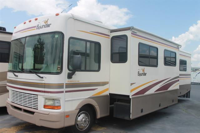 Used 2002 Fleetwood Bounder 36S Class A - Gas For Sale