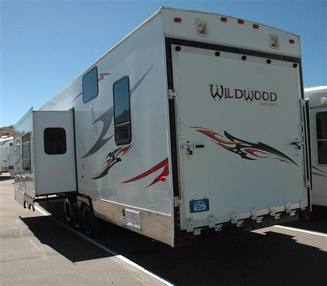 Used 2007 Forest River Wildwood Fifth Wheel Toyhauler For