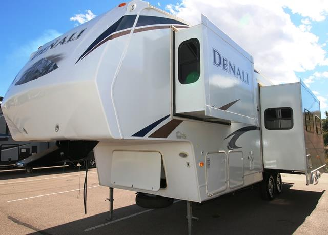 Used 2010 Dutchmen Denali 28RLBS Fifth Wheel For Sale