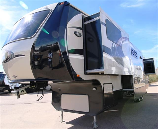 Used 2013 Crossroads Rushmore LINCOLN RF39LN Fifth Wheel For Sale
