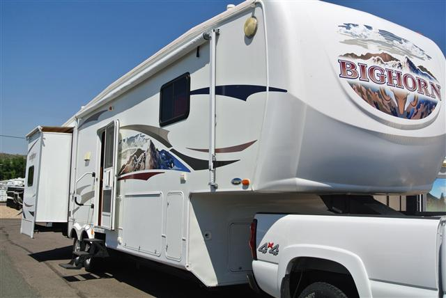 Used 2008 Heartland Big Horn 3055RL Fifth Wheel For Sale