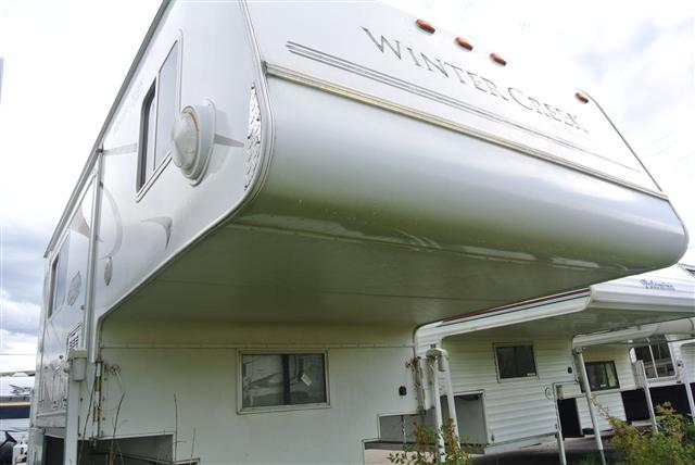 Used 2007 Palomino Wintercreek 11FWSL Truck Camper For Sale
