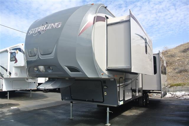 Used 2012 Forest River WILDCAT STERLING 30RL Fifth Wheel For Sale