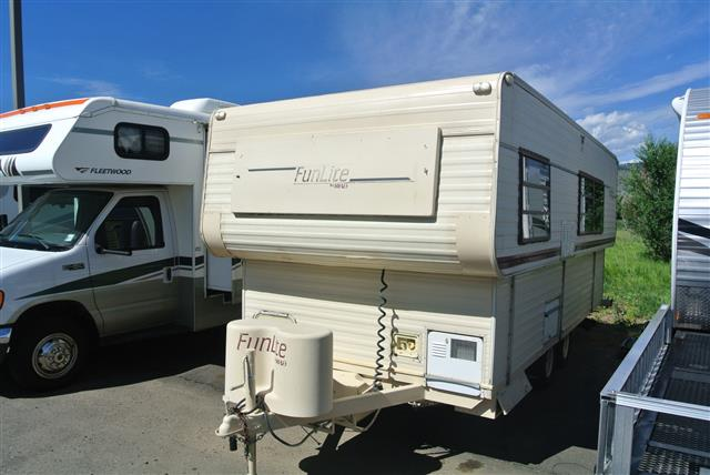 Used 1990 Hi-Lo Hi Lo 22L Travel Trailer For Sale