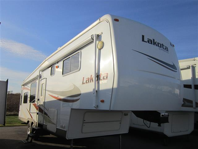 Used 2006 Mckenzie Towables Lakota 31 Fifth Wheel For Sale
