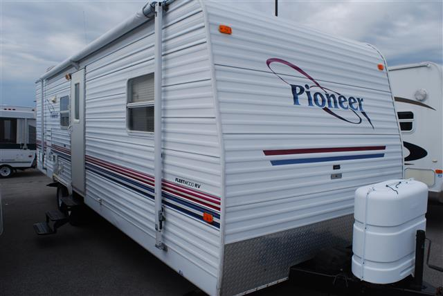 Used 2002 Fleetwood Pioneer 25TS6 Travel Trailer For Sale