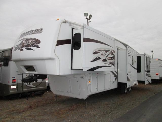 2009 Fifth Wheel Keystone Montana