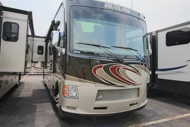 2016 THOR MOTOR COACH Outlaw
