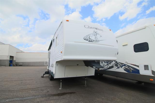 Used 2004 Forest River Forest River CHEROKEE LITE 255S Fifth Wheel For Sale