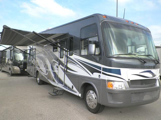 2012 THOR MOTOR COACH Outlaw