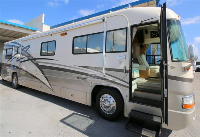 Used 1999 Country Coach Country Coach AFFINITY Class A - Diesel For Sale