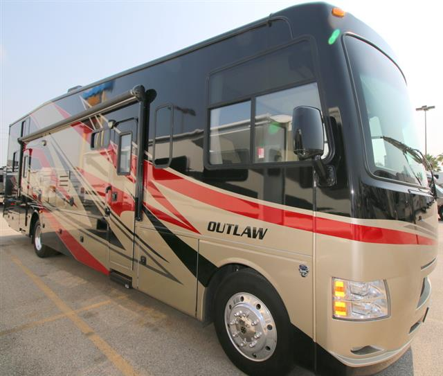 2013 THOR MOTOR COACH Outlaw