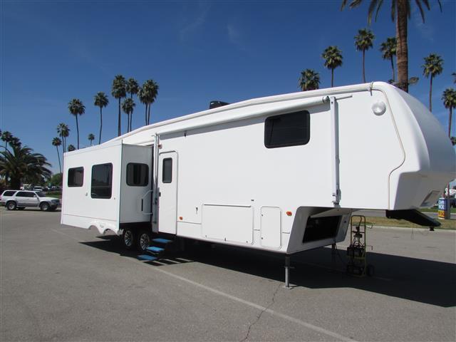Used 2007 Keystone Montana 3475 Fifth Wheel For Sale