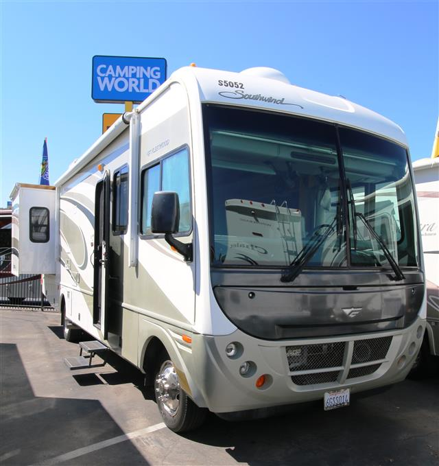 Used 2004 Fleetwood Southwind 32V Class A - Gas For Sale