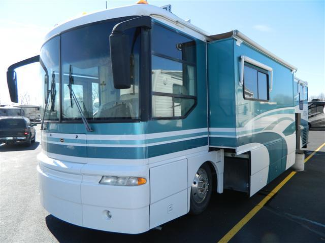1999 Class A - Diesel Winnebago Ultimate Freedom