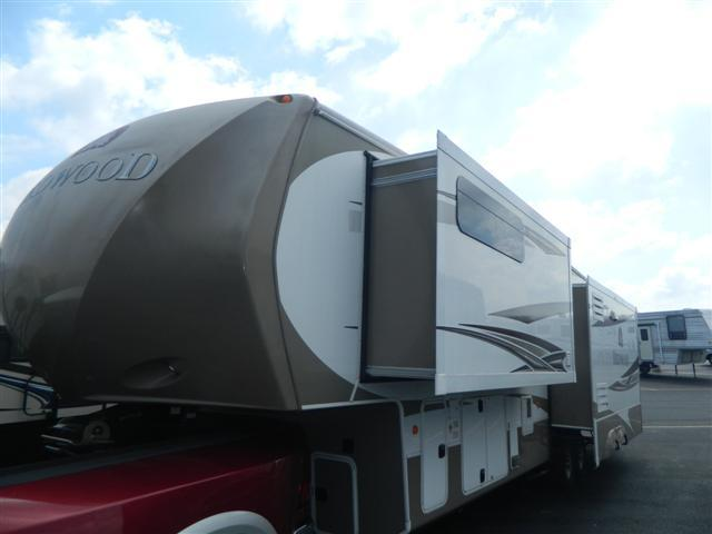 2012 Fifth Wheel Crossroads REDWOOD