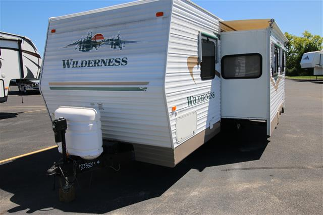 Used 2004 Fleetwood Wilderness 27FQS Travel Trailer For Sale