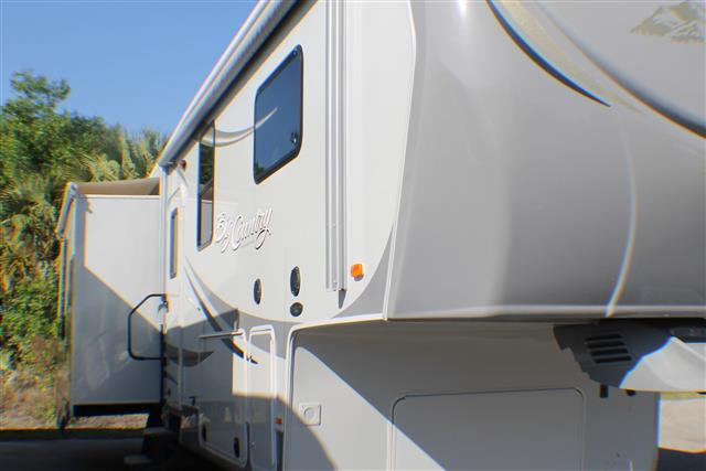Used 2011 Heartland Big Country 3250TS Fifth Wheel For Sale