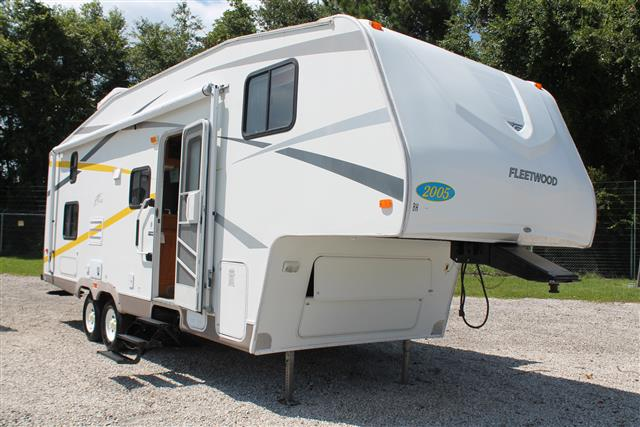 Used 2005 Fleetwood Pegasus 265BHS Fifth Wheel For Sale