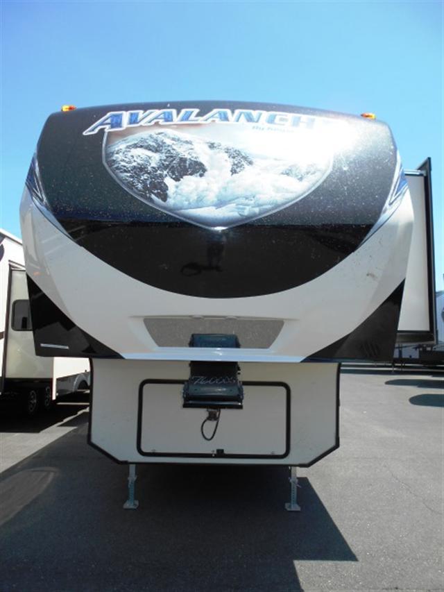 2015 Fifth Wheel Keystone Avalanche