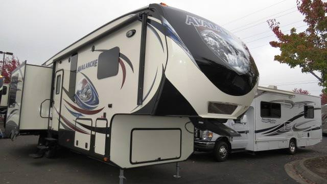 2014 Fifth Wheel Keystone Avalanche