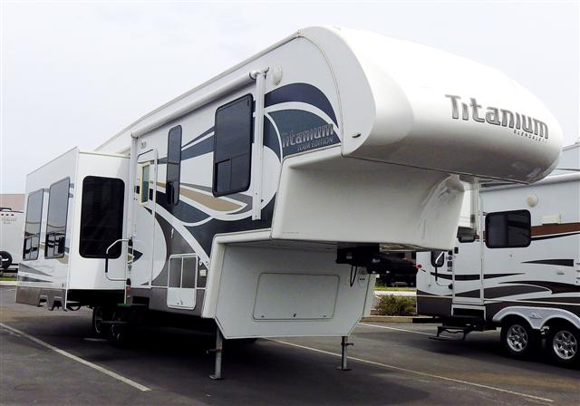 2010 Fifth Wheel Glendale Titanium
