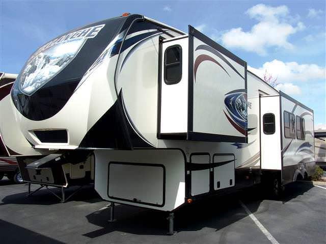 Used 2014 Keystone Avalanche 355RK Fifth Wheel For Sale