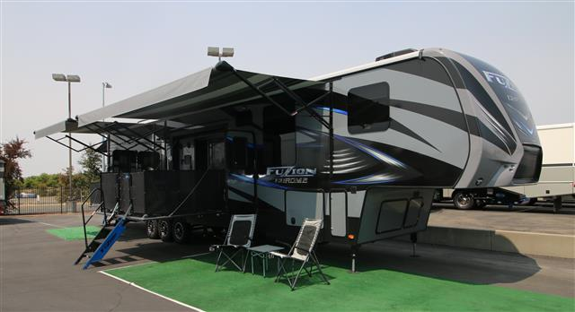2016 Fifth Wheel Toy Hauler Keystone Fuzion