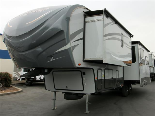 Used 2014 Forest River Wildcat 302RL Fifth Wheel For Sale