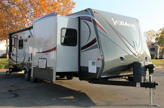 Used 2014 Forest River Wildcat 28RLS Travel Trailer For Sale