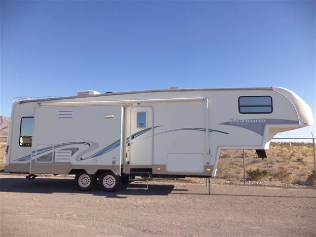 Used 2004 Glendale Titanium 31E36MK Fifth Wheel For Sale