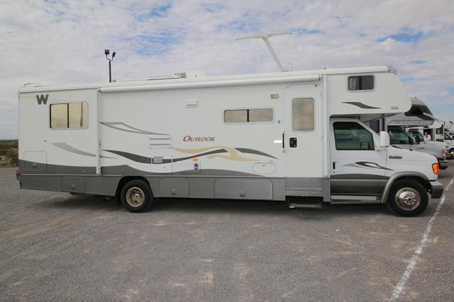 Used 2008 Winnebago Outlook 31H Class C For Sale