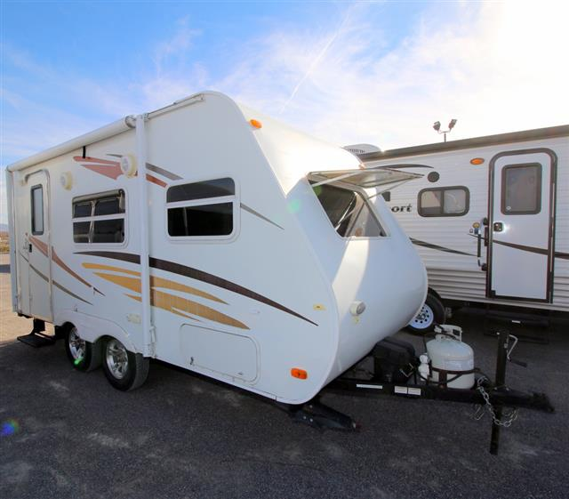 Used 2010 Coachmen M-SERIES 18 Travel Trailer For Sale